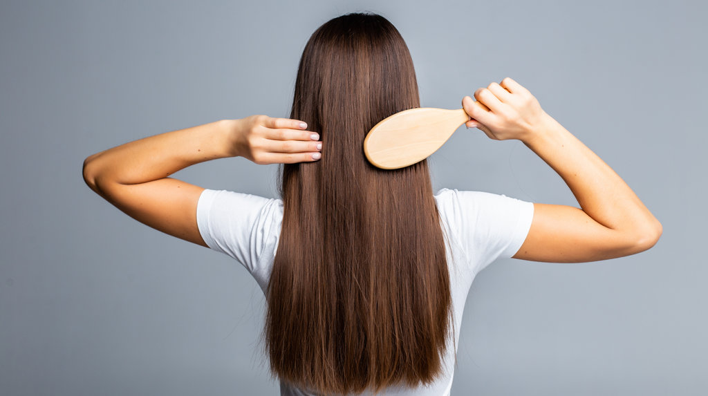women shows her healthy hair