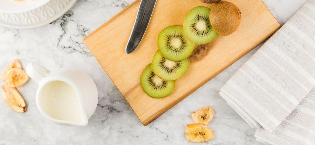 kiwi and milk cream